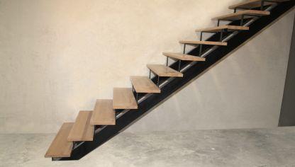 Pelda os de madera para escalera bricoman a - Como hacer un altillo de madera ...