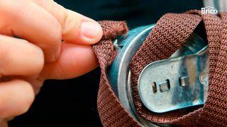¿Cómo arreglar una persiana que no recoge bien la cinta o correa?