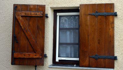 Crear contraventanas r sticas bricoman a - Hacer una ventana de madera ...