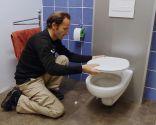 Colocar tapa de wc con asiento para niños