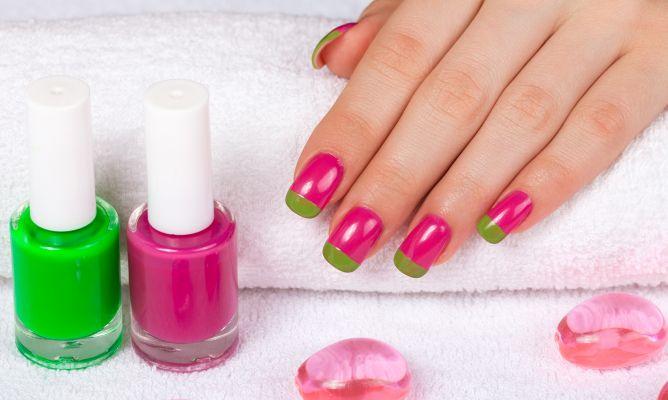 Manicura Francesa De Colores Rosa Y Verde