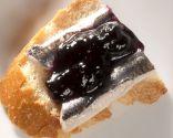 Pintxo de anchoas con mermelada de arándano