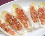 Endibias rellenas de tomate y piñones