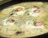 Patatas en salsa verde con huevos al plato