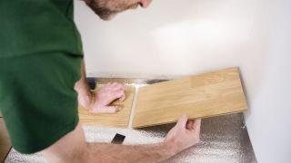 Cómo colocar tarima flotante sin adhesivos ni colas