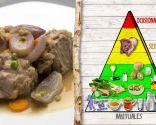 Cuellos de cordero en salsa, plato nutritivo cocinado de manera saludable