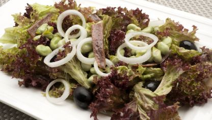 Ensalada de lollo, habitas y anchoas