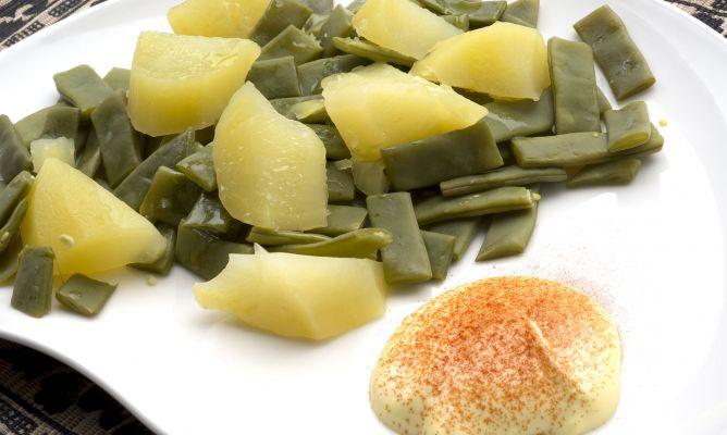 Receta de jud as verdes con patatas y mahonesa de ajo y - Judias con chorizo y patatas ...