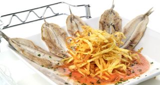 Anchoas a la plancha con tomate natural