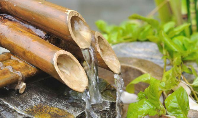 Colocar una fuente japonesa de bamb en el jard n bricoman a for Colocar adoquines en jardin