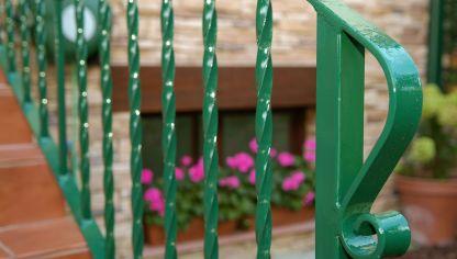 Restaurar una barandilla bricoman a - Mejor pintura para hierro exterior ...