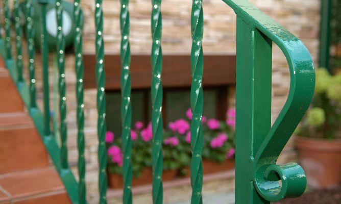 Mantenimiento de barandilla exterior met lica bricoman a - Mejor pintura para hierro exterior ...