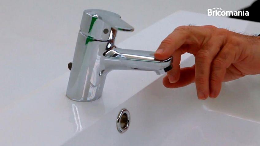 Cambiar un grifo de lavabo affordable sustituye el grifo for Cambiar grifo lavabo