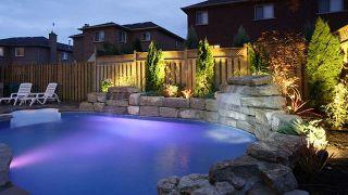 Consejos para decorar jardines con piscina - Iluminación