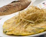 Tortilla de setas y calabacín con pan de ajo