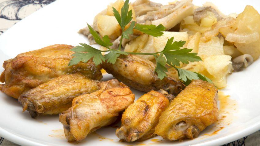 Receta de Alitas de pollo con patatas y setas - Karlos Arguiñano
