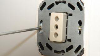 Cómo arreglar la caja de enchufe