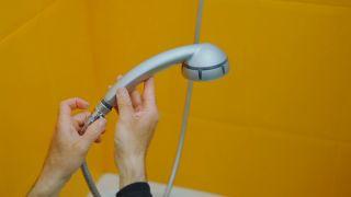 Colocar una parada de ducha con pulsador