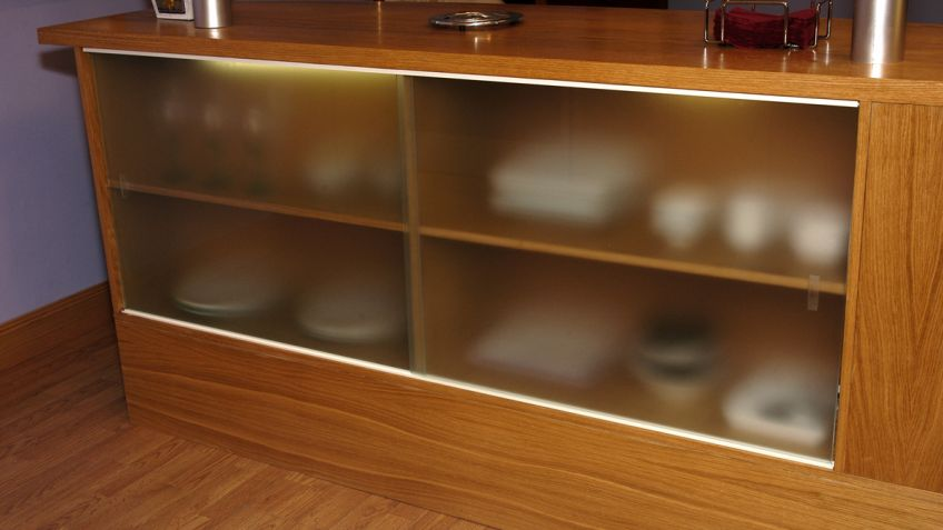 Credenza Con Puertas De Cristal : Puertas correderas en mostrador bricomanía