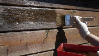 Barnizar una caseta de exterior
