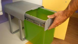 Colocar cubo de la basura