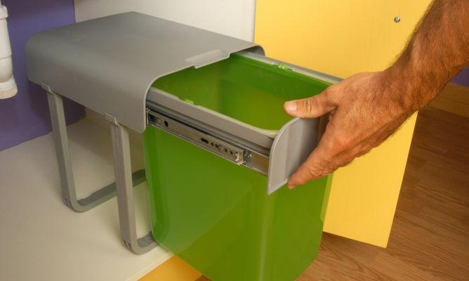Colocar un cubo de basura en armario de cocina bricoman a - Cubos de basura leroy merlin ...