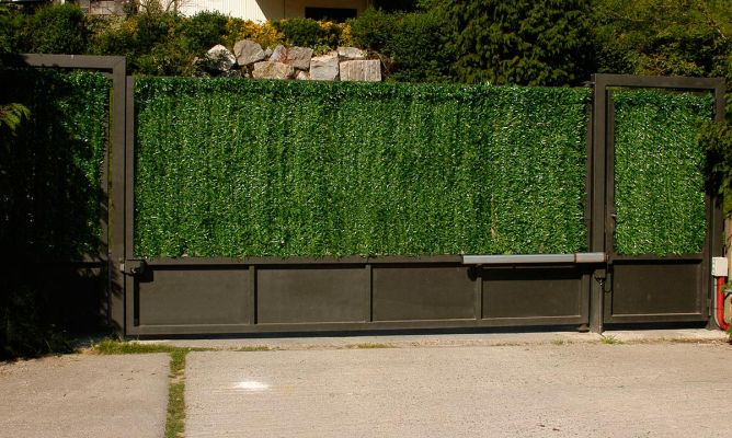 Colocar seto artificial decorativo bricoman a - Cierres para jardin ...