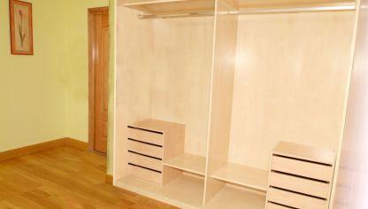 Colocar baldas y barras en un armario empotrado bricoman a - Como hacer un armario con puertas correderas ...