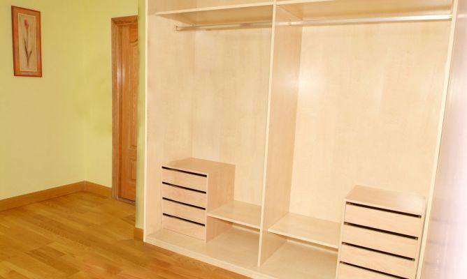 Interior de armario empotrado bricoman a for Diseno interior de armarios