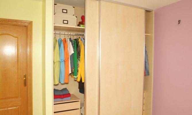 Puertas correderas para armario bricoman a - Como forrar las puertas de un armario ...
