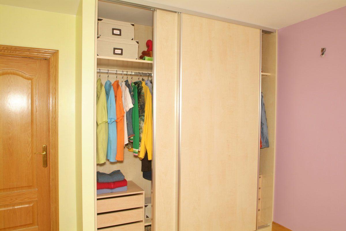 C mo hacer un armario empotrado hogarmania - Como hacer puertas correderas ...