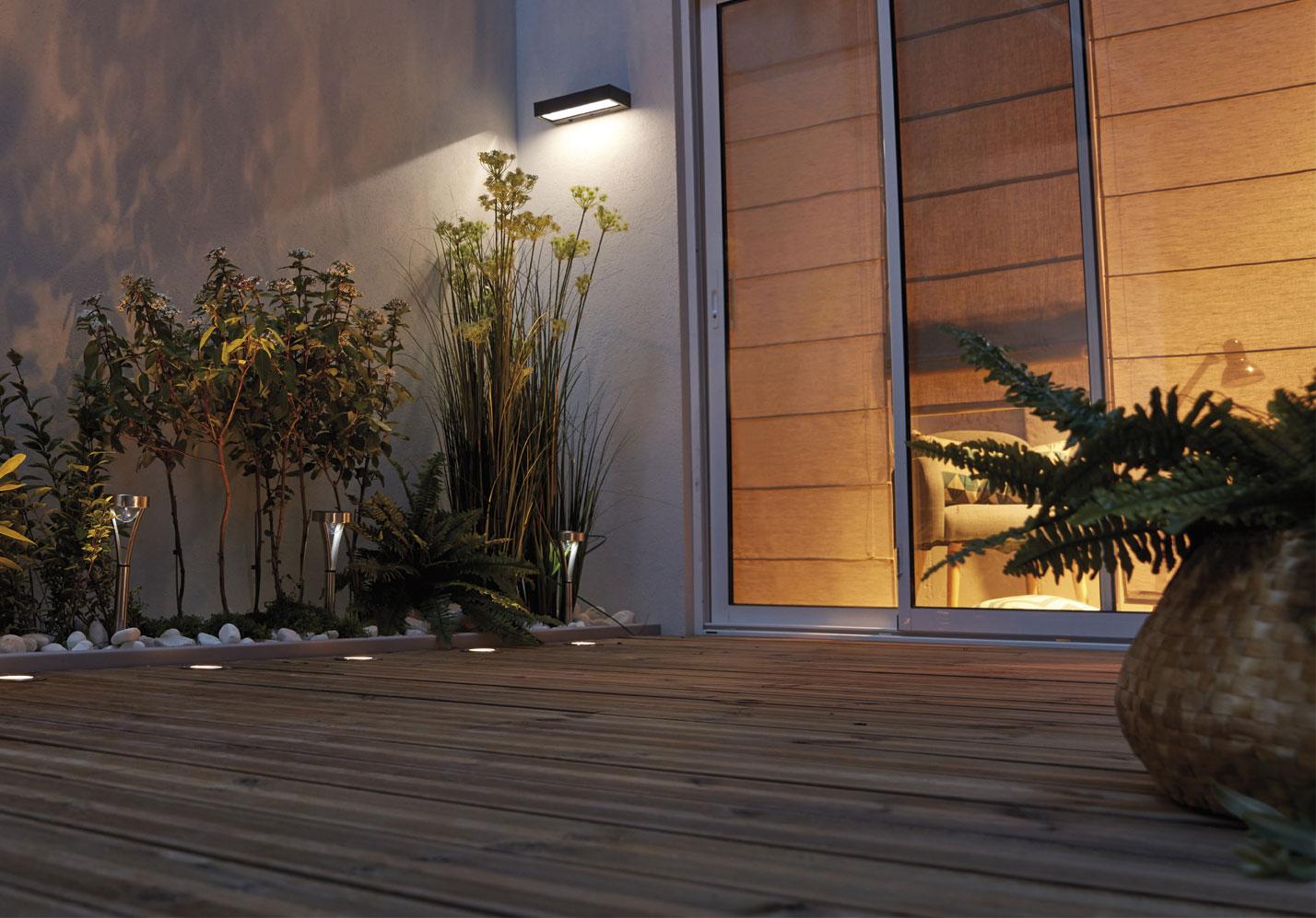 C mo elegir l mparas solares para iluminar el exterior - Lamparas de exteriores de pared ...