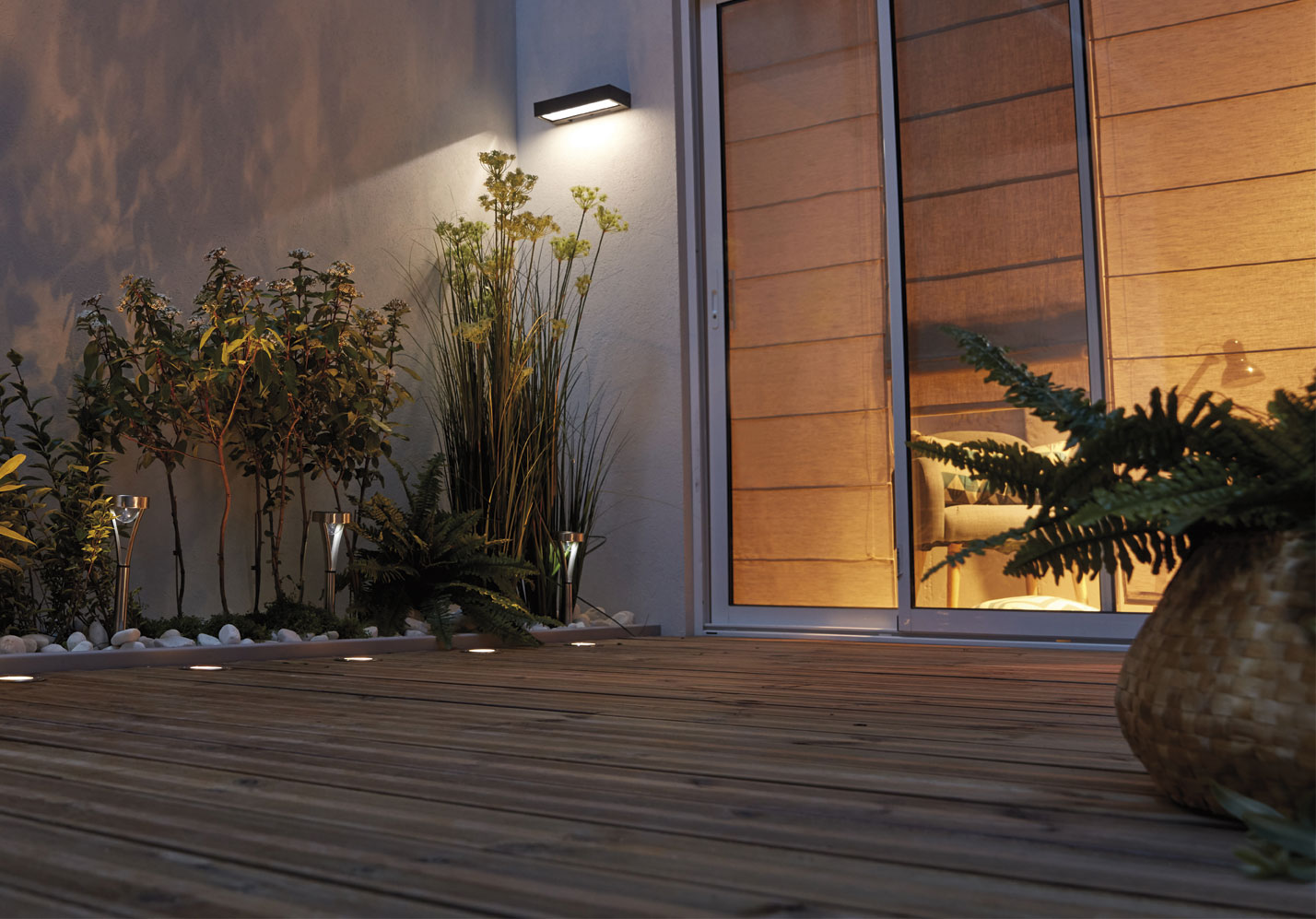 C mo elegir l mparas solares para iluminar el exterior for Iluminacion solar de jardin