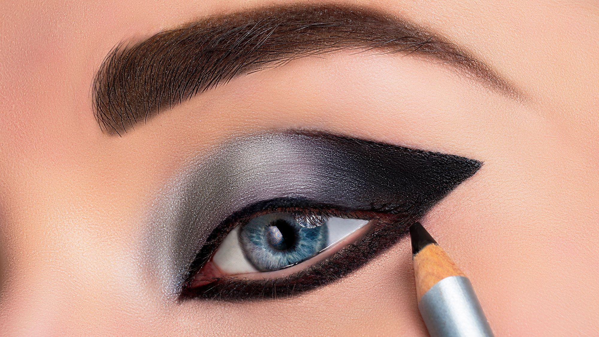 Maquillaje De Ojos Ahumado En Negro Y Plata Hogarmania
