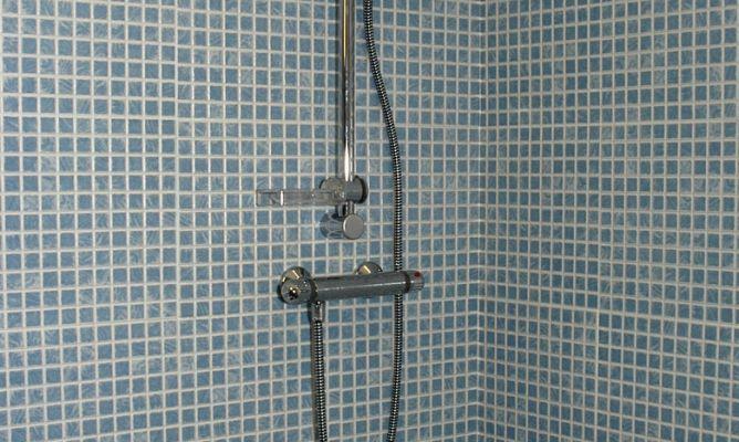 Instalar grifer a en el plato de ducha bricoman a for Griferia mezcladora para ducha