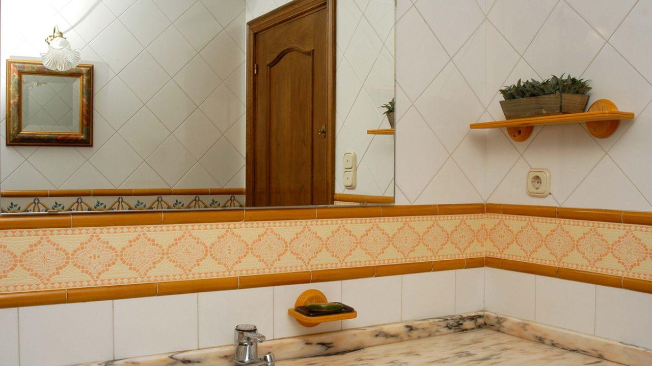Cambiar la cenefa del baño - Bricomanía