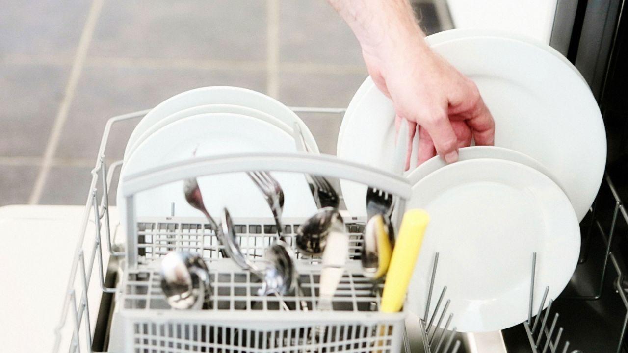 media-carga-del-lavavajillas