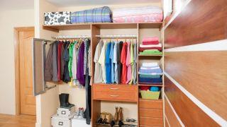 Vestir el interior de un armario empotrado
