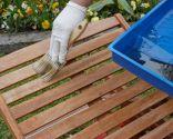 Mantenimiento de una tumbona de madera de teca