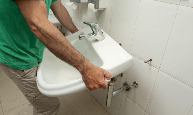 Reforzar la sujeci n del lavabo bricoman a - Como cambiar un lavabo ...