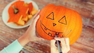 Cómo tallar una calabaza para Halloween - Paso 1