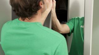 Cómo fijar un espejo en la pared