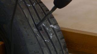 Cómo hacer un paragüero con un neumático
