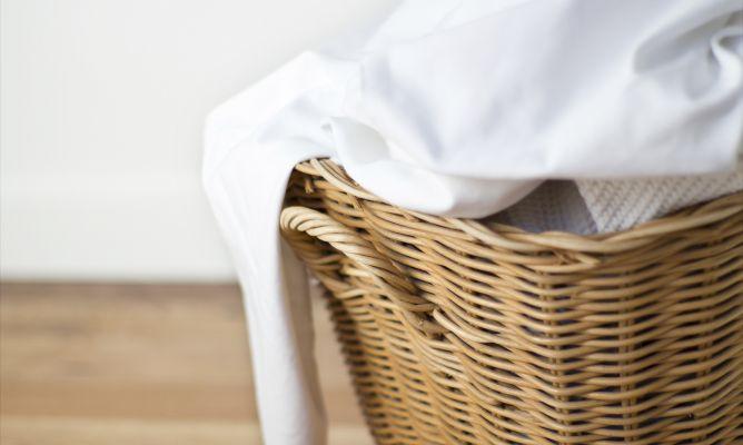 C mo quitar manchas amarillas de la ropa blanca hogarmania - Como quitar manchas de lejia ...