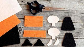 Cómo hacer una brujita de fieltro para Halloween - Paso 1