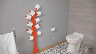 Portarrollos con forma de árbol para el baño