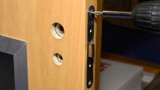 Cómo colocar cristales en una puerta de interior