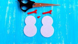 Cómo hacer un muñeco de nieve de fieltro para Navidad - Paso 2