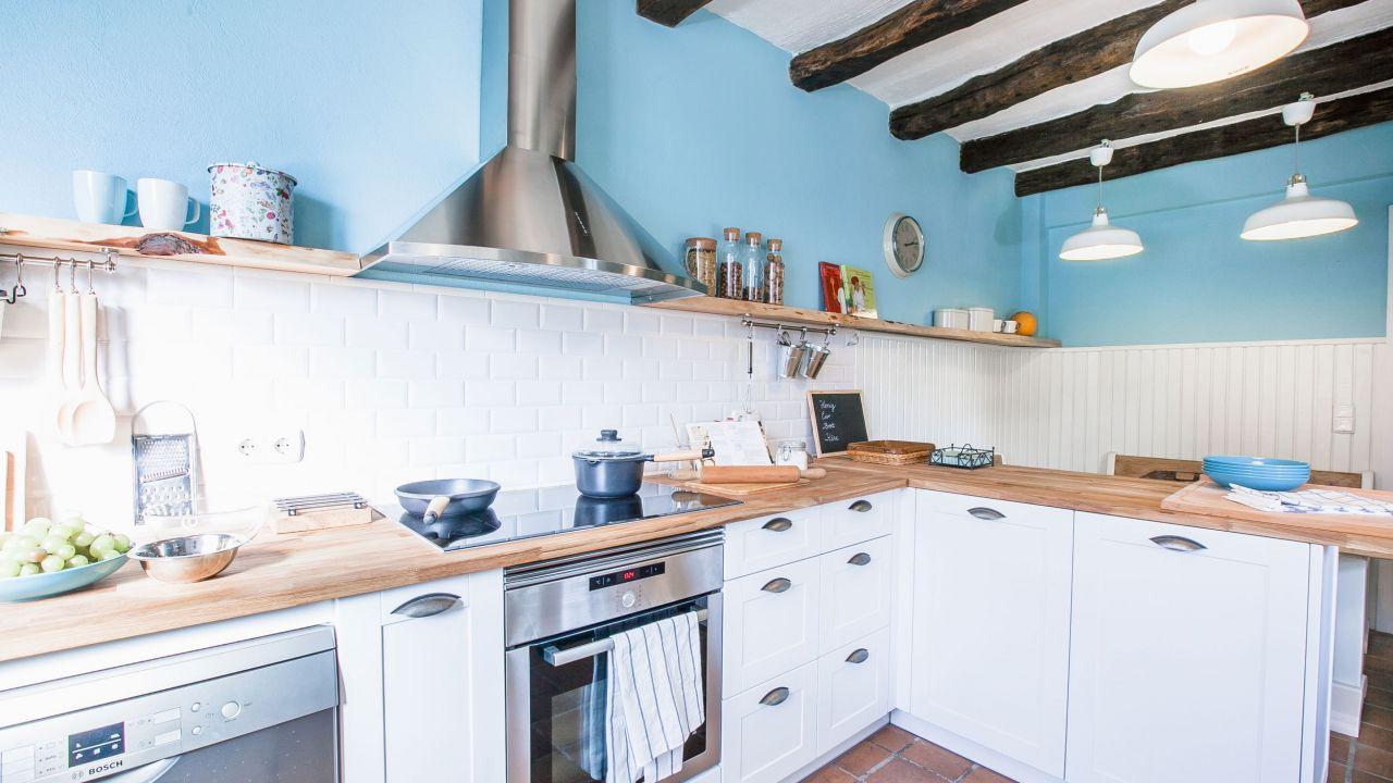 Cocina rústica en blanco y azul - Muebles de cocina