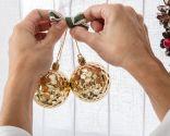 Decorar ventana con coronas y velas para Navidad - Paso 2